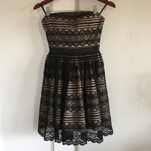 🌵 euc | Bebe | black lace overlay strapless dress